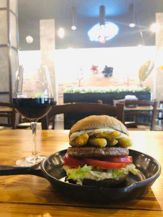 A Gramburger torna l'appuntamento dedicato a vino e burger
