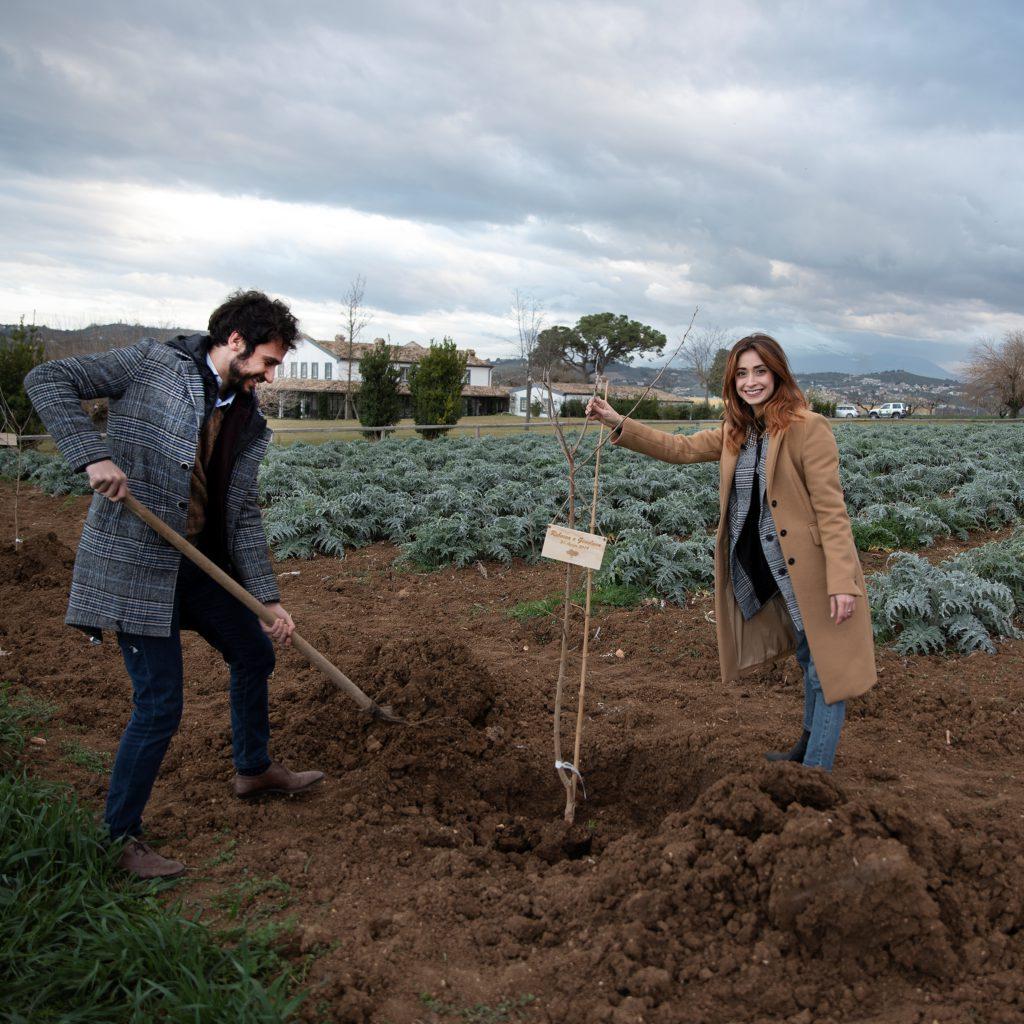 La Casa del Gelso pianta 15 nuovi alberi