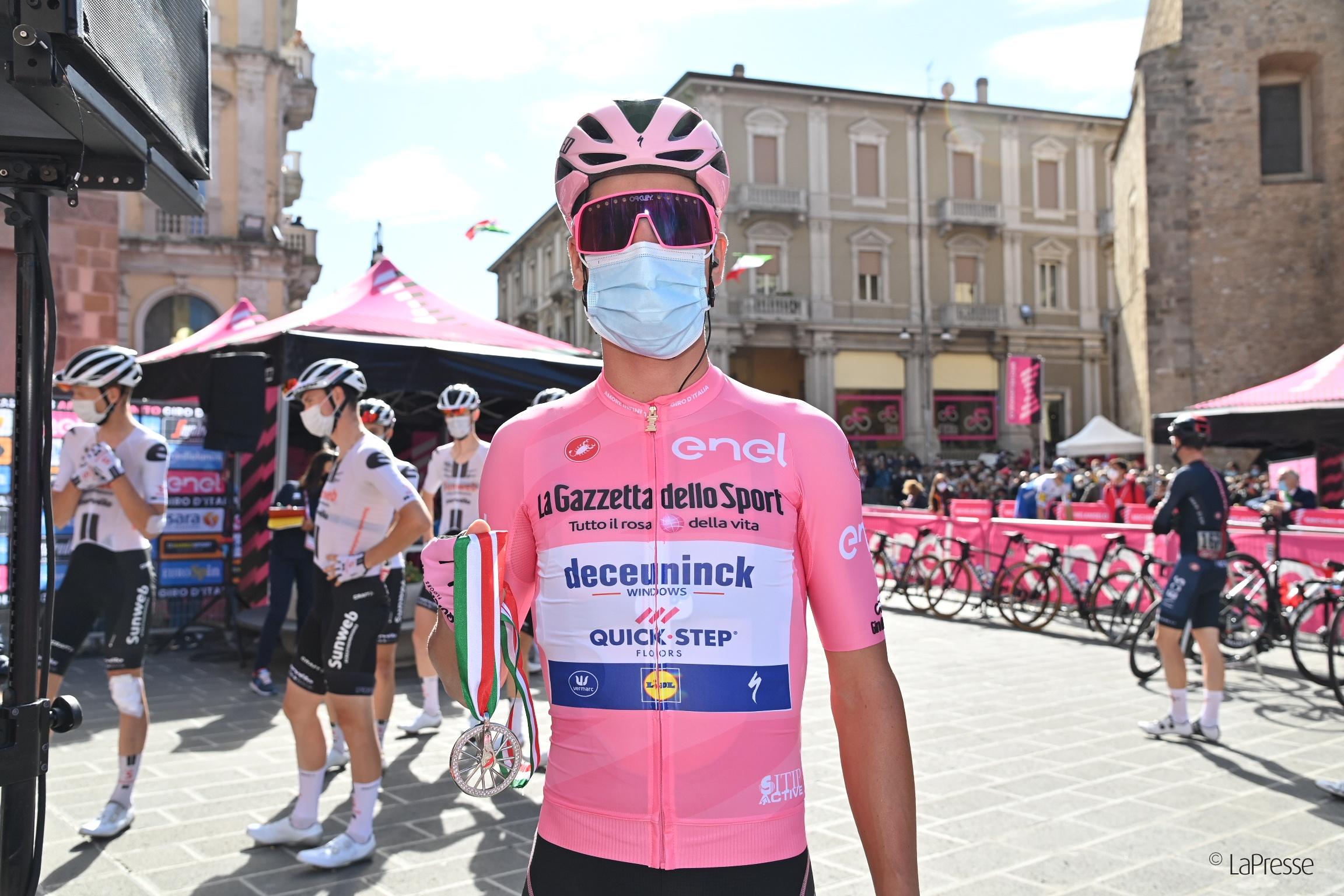 Giro d'Italia, consegnati i gioielli Evol ai quattro ciclisti vincitori di tappa